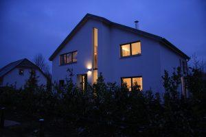 Außenansicht bei Nacht, Haus Reda