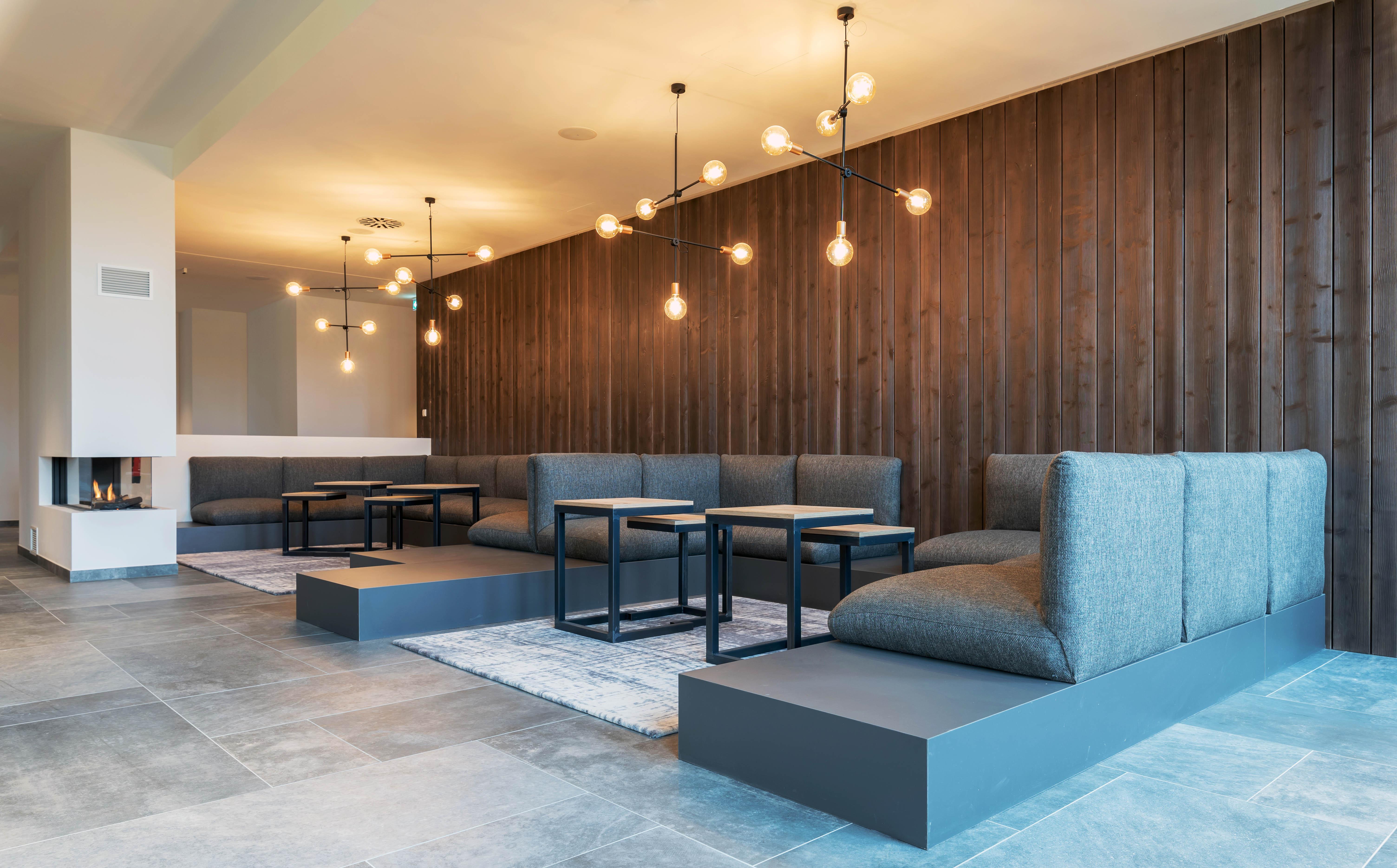 Lobby mit Kamin, Upstalsboom Waterkant Suites
