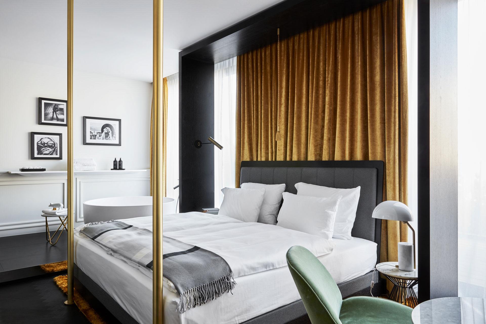 Bett und Badewanne, Roomers Hotel München