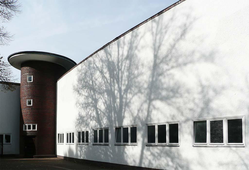 Außenansicht mit Turm, Stadion Lichterfelde – Berlin
