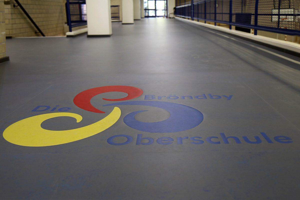 Bodengestaltung, Bröndby-Oberschule in Berlin