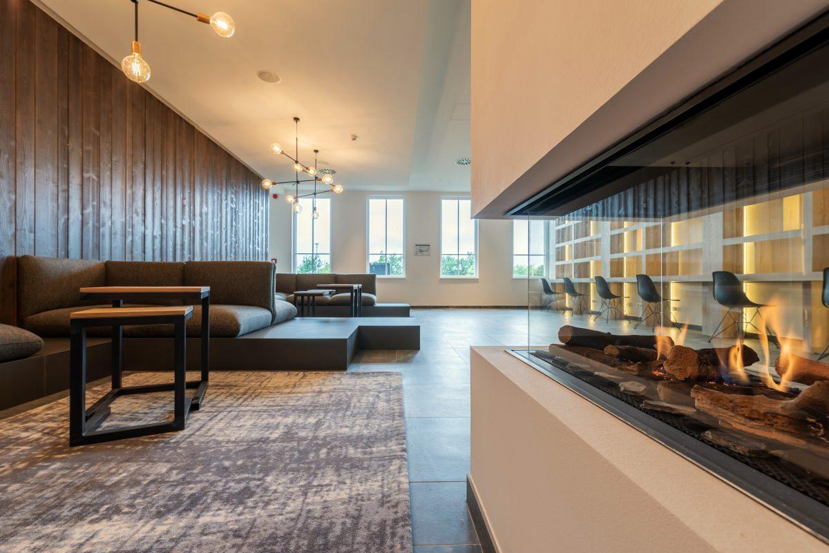 Kamin in der Lobby, Upstalsboom Waterkant Suites