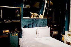 Bett mit Spiegel, Hotel Provocateur, Berlin