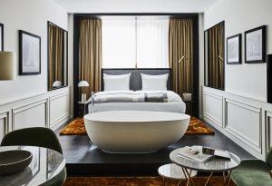 Badewanne im Raum, Roomers Hotel München